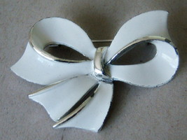 Vintage Bow Brooch. White Enamel Brooch. - $8.00