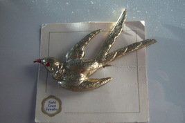Vintage Bird Brooch On Original Card. Large Gold Crest Jewelry Bird Figu... - $30.00