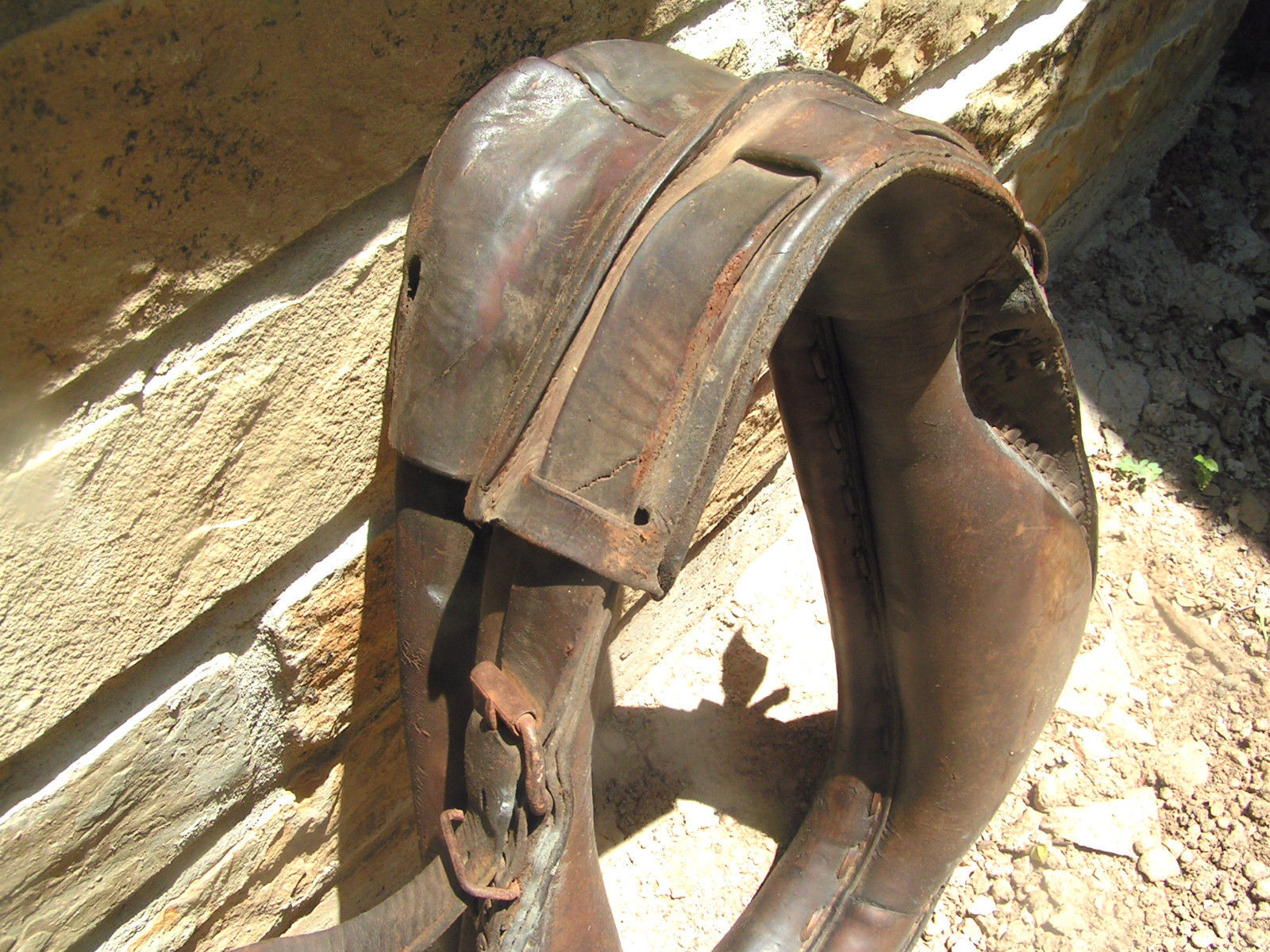 OLD Leather Horse Collar with buckles 1346 bz
