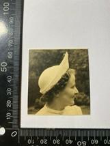 ORIGINAL 1938 PHOTOGRAPH - LADY WEARING A HAT (KK876) - $5.60