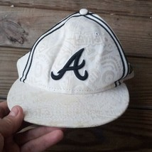 Atlanta Braves New Era 59FIFTY Fitted Hat - e All Over Text 7 3/8 - $18.73