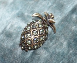 VINTAGE TROPICAL WELCOME PINEAPPLE FRUIT PIN BROOCH PIN AURORA BOREALIS - $21.99