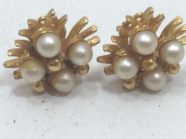 Vintage Goldtone Faux Pearl Clip On Earrings Gold Tone 24219 - $7.99