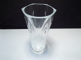 "Gorgeous 9 1/2"" Cut Crystal Vase ~~~ nice one ~ heavy quality - $6.95"