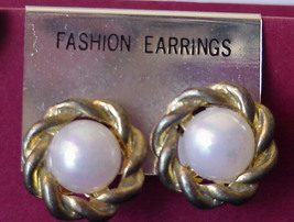 Vintage Jewelry Lot of 2 Retro 1970s Clip-on Earrings 1 PearlGreen 1 White Pearl - $15.99