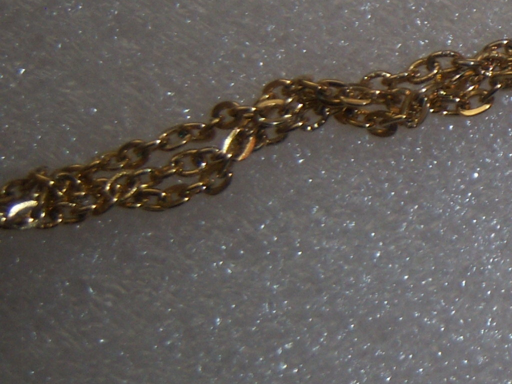 Vintage Sweater Clip In Gold Tone With Scallop Edges.