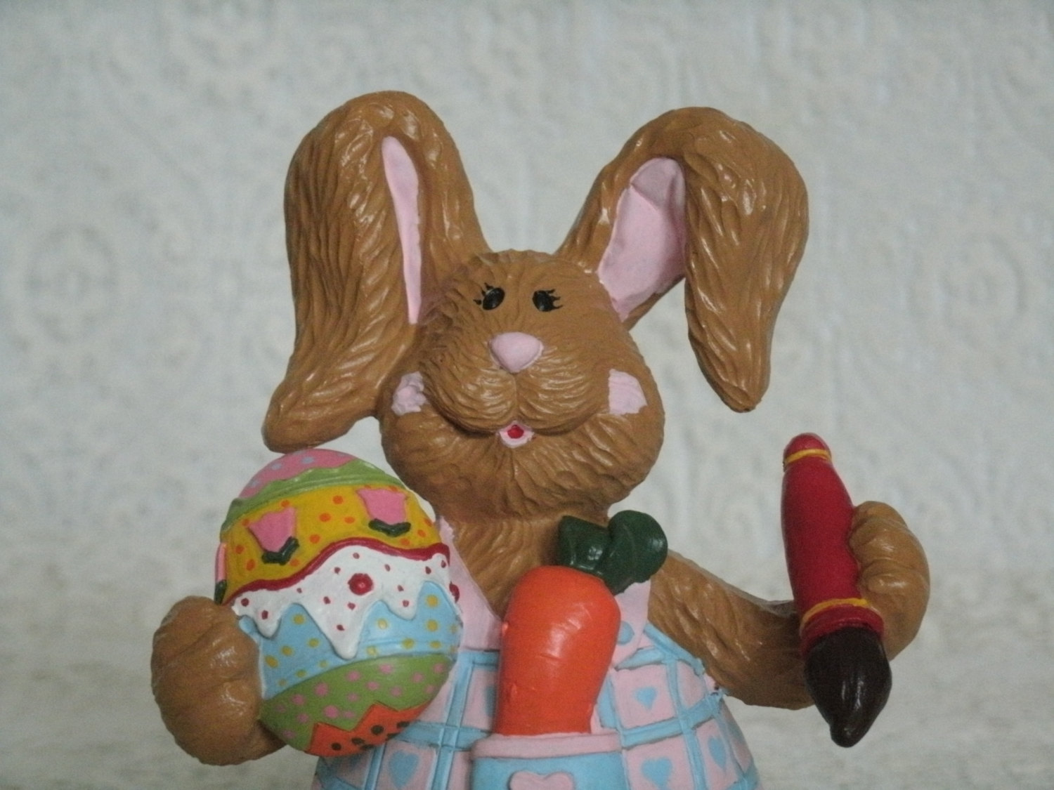 Easter bunny figurine decorative painting rabbit home for Rabbit decorations home