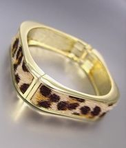 EXOTIC Square Gold Metal Faux Leopard Fur Hinged Bangle Bracelet - €13,74 EUR