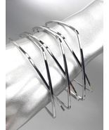 UNIQUE Silver Metal Square CrissCrossed Ribbed Bangle Bracelet - £9.79 GBP