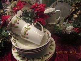 Classic FestiveHoliday Berry 12 Piece Dinnerware Set Service for 4 - $189.99