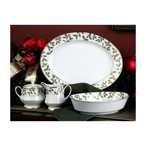 Noritake 5 piece holly and berry  completer set