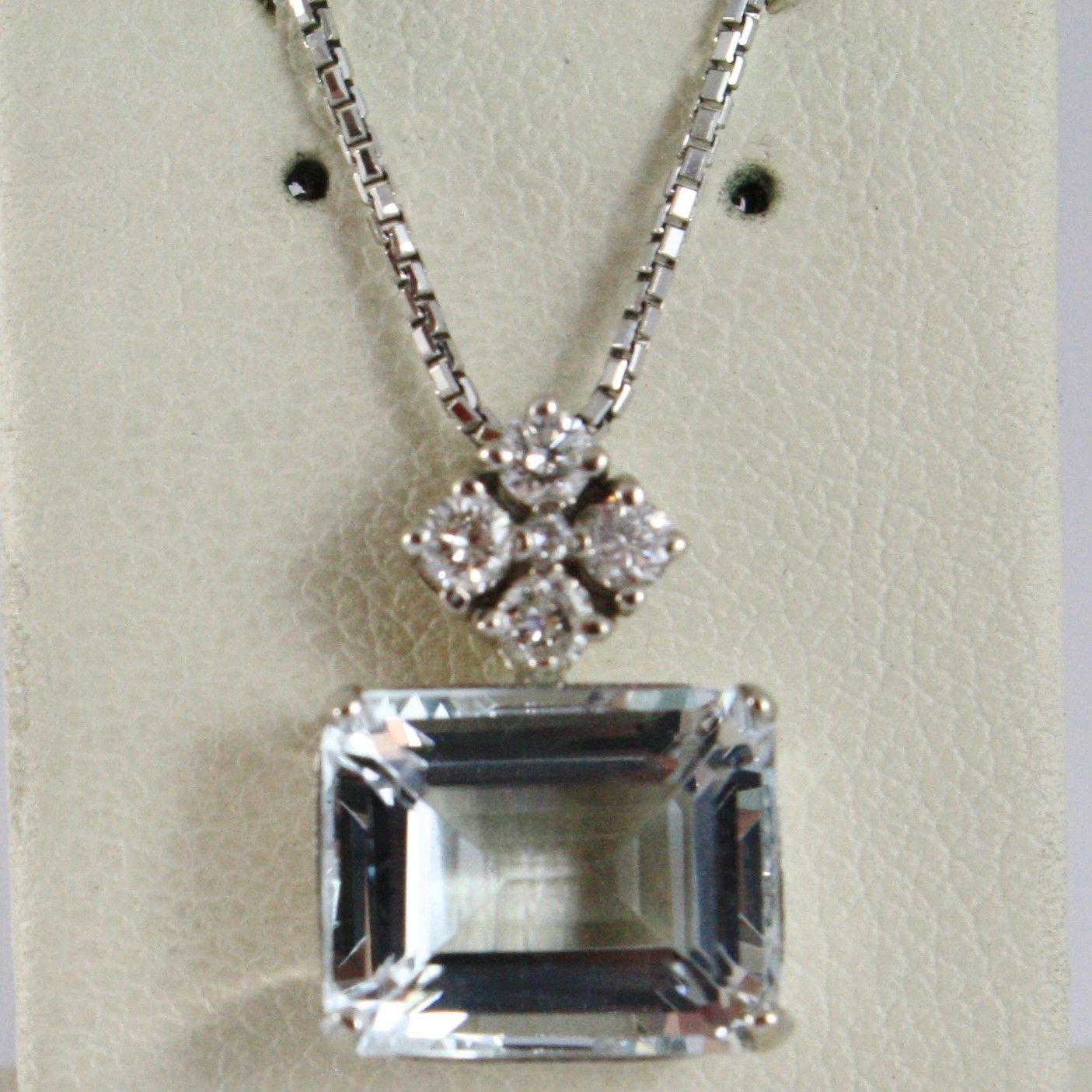 18K WHITE GOLD NECKLACE WITH BIG EMERALD CUT AQUAMARINE 2.5 CT & DIAMOND PENDANT