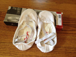 Capezio 2039 Pro Canvas Ballet Slippers, White, Size 6 Wide, New - $14.24