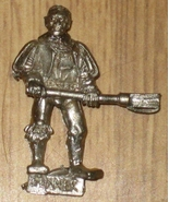 Warhammer Fantasy Empire Mortar Crewman metal new OOP - $4.00