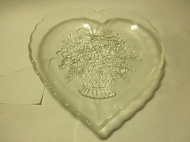 vintage heart shaped serving bowl 7 inch across - $14.95