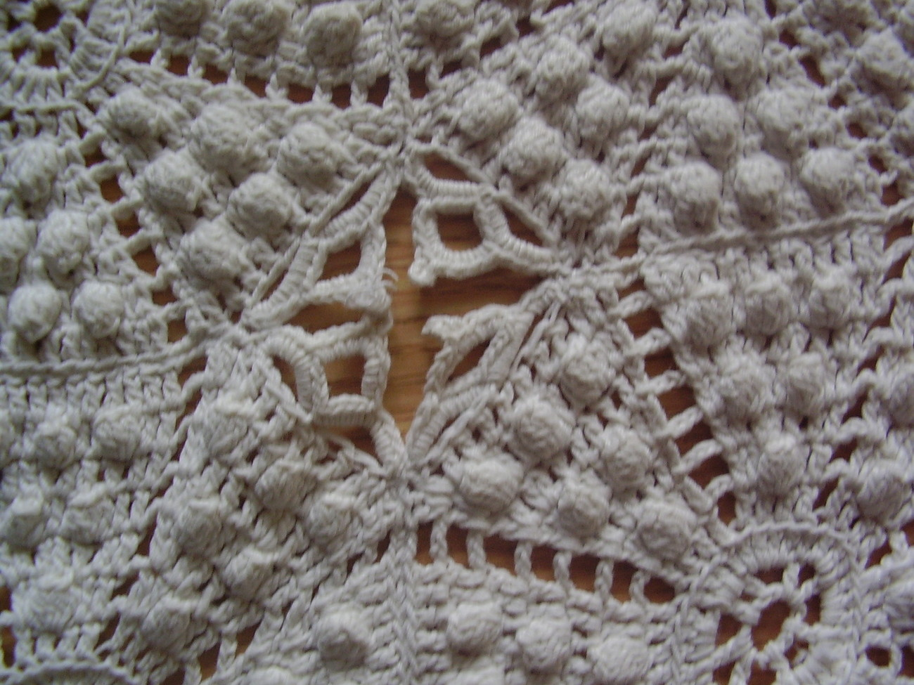Vintage - Diamond / Popcorn Crochet Throw image 2