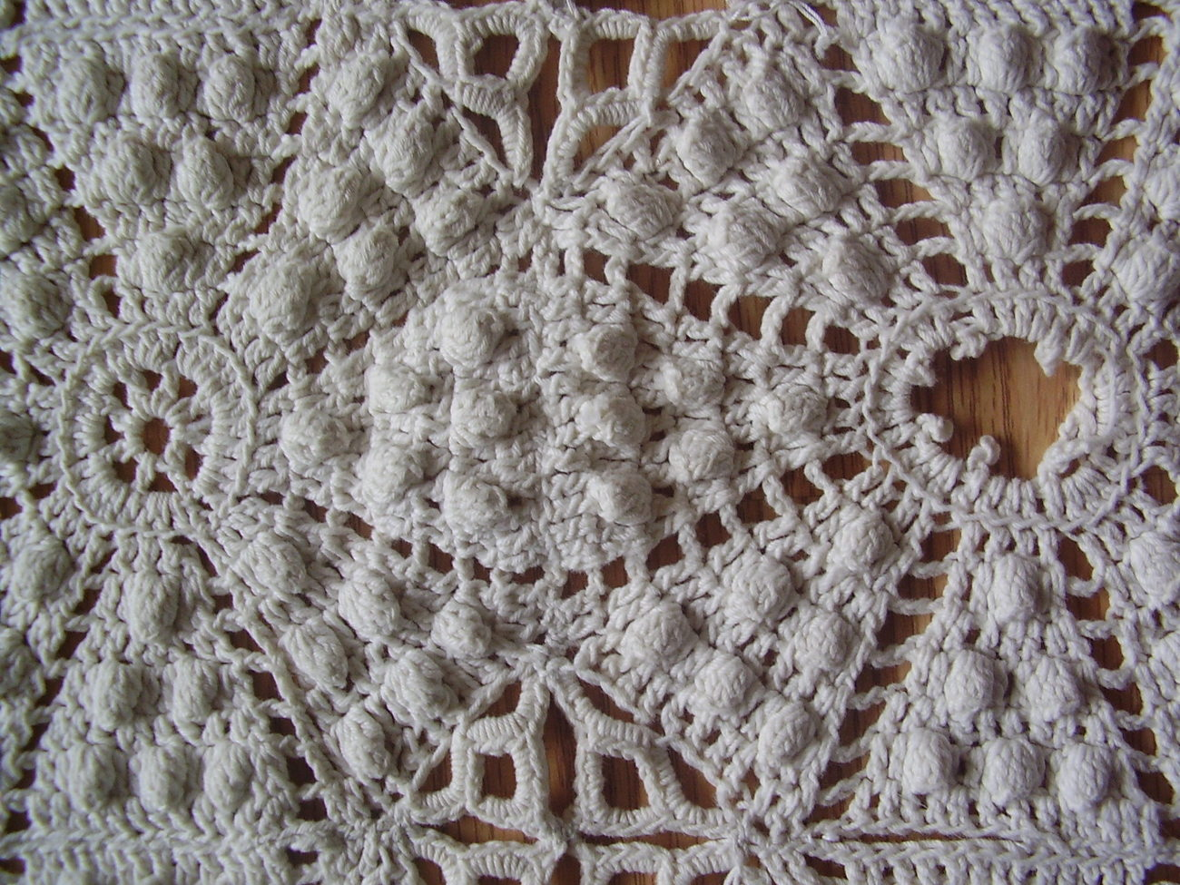 Vintage - Diamond / Popcorn Crochet Throw image 4