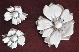 VTG Sarah Coventry Metal Enamel Flower Brooch & Earrings NEW White Silver - $31.63