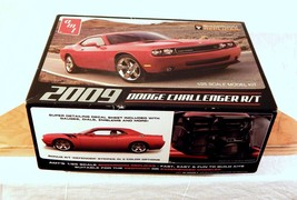 AMT 2009 Dodge Challenger 1/25 Scale R/T Plasti... - $23.36