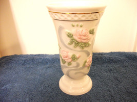 PRINCESS HOUSE EXCLUSIVE CHINA VASE PRETTY ROSES FLOWER DESIGN - $23.36