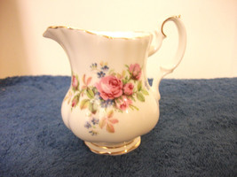 ROYAL ALBERT MOSS ROSE BONE CHINA CREAMER NEW - $18.68