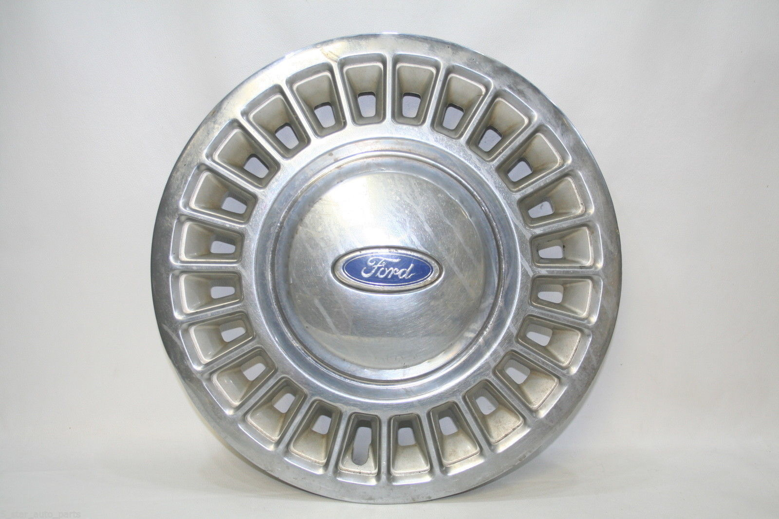 1995 to 1997 Ford Crown Victoria alloy wheel center cap hubcap