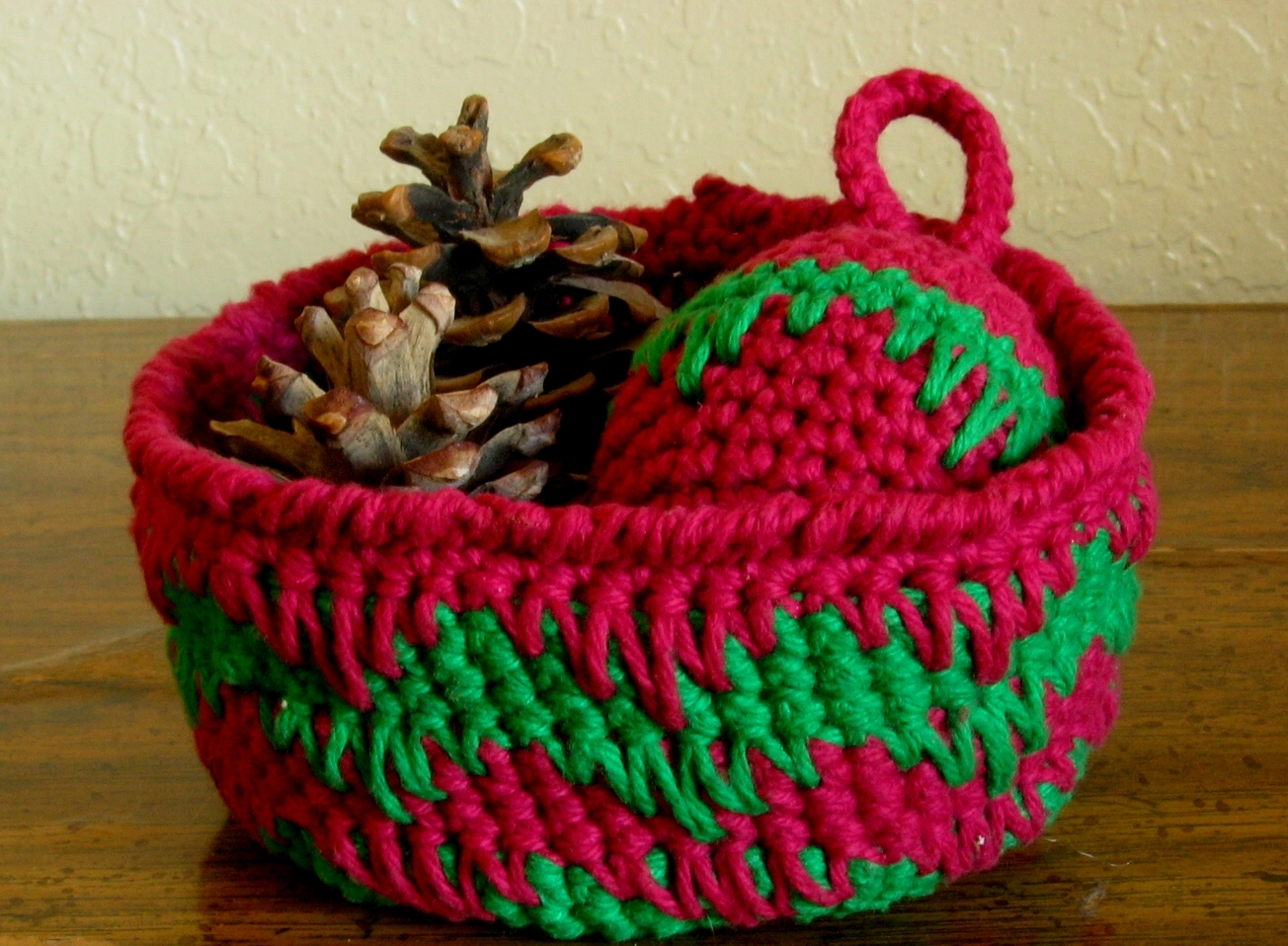 Basket in spike stitch red and green w ornament and props2 rect 2984 72dpi