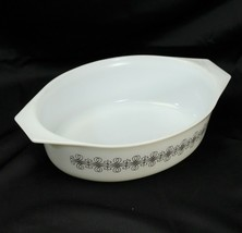 Pyrex 2.5 qt Scroll Pattern Ivory and Brown No Lid - $19.59