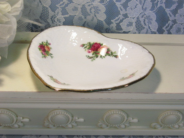 Primary image for Vintage Royal Albert Bone China Old Country Roses Heart Shaped Pin or Trinket
