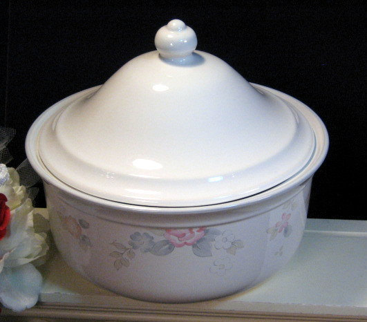 Primary image for Vintage Pfaltzgraff Wyndham 2 Quart Covered Casserole Dinnerware, 1980s Pottery