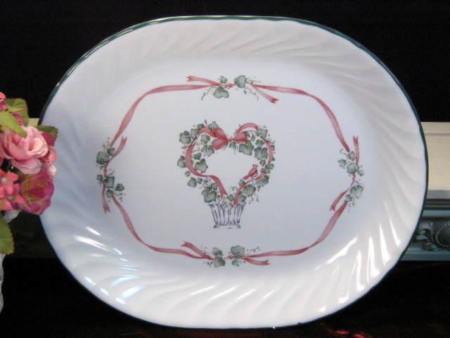 Primary image for Vintage Corning Corelle Callaway Holiday Christmas Heart Wreath Platter, 1990s