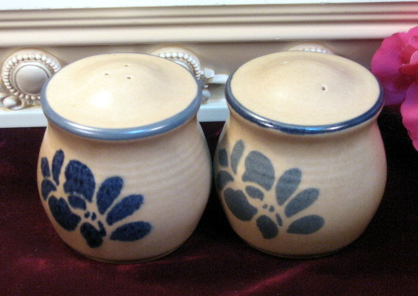 Primary image for Vintage Pfaltzgraff Folkart Dinnerware Salt and Pepper Shakers