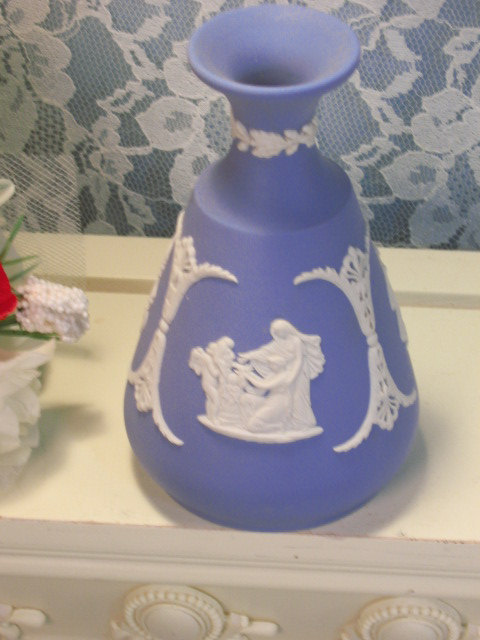 Primary image for Vintage Wedgwood Jasperware Blue Cream on Lavender Cameo Bud Vase Grecian Patter