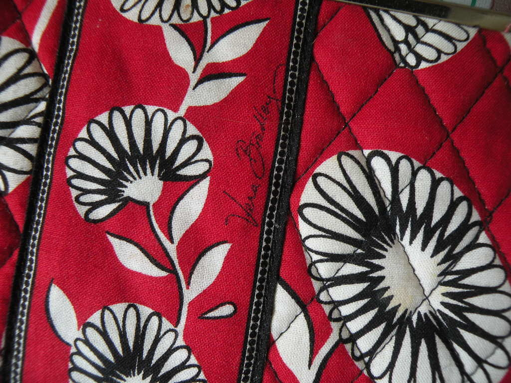 """VERA BRADLEY Wallet """"Deco Daisey"""" Retired 3 Section Quilted Snap Closure"""
