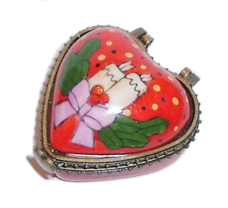 CHRISTMAS Holiday Heart Hinged Trinket Box Collectible