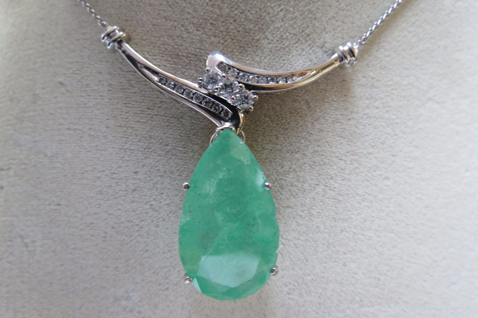 Primary image for Huge Estate 14k white gold 20 cts Colombian Emerald & 0.3 cts diamond necklace