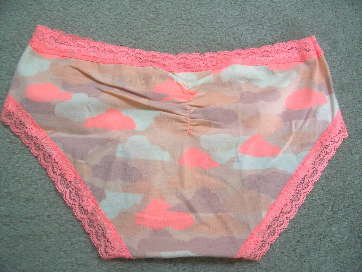 2 NEW NWOT SPANX Women/'s Spotlight on Lace BriefSize M Lot of 2 Black//Nude
