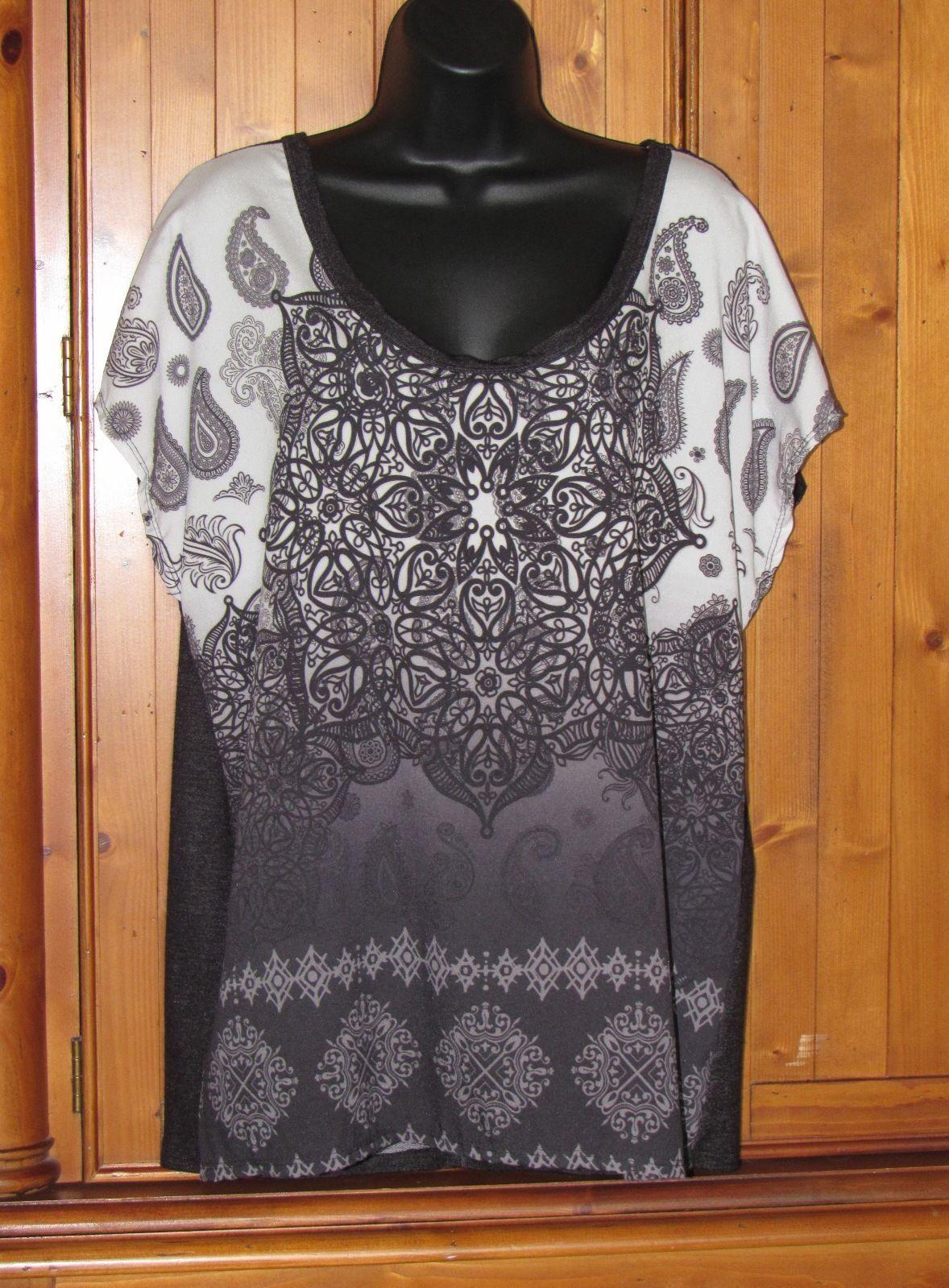 Lavish Women's Stretch Knit Black White Paisley Print Top Size: 1X