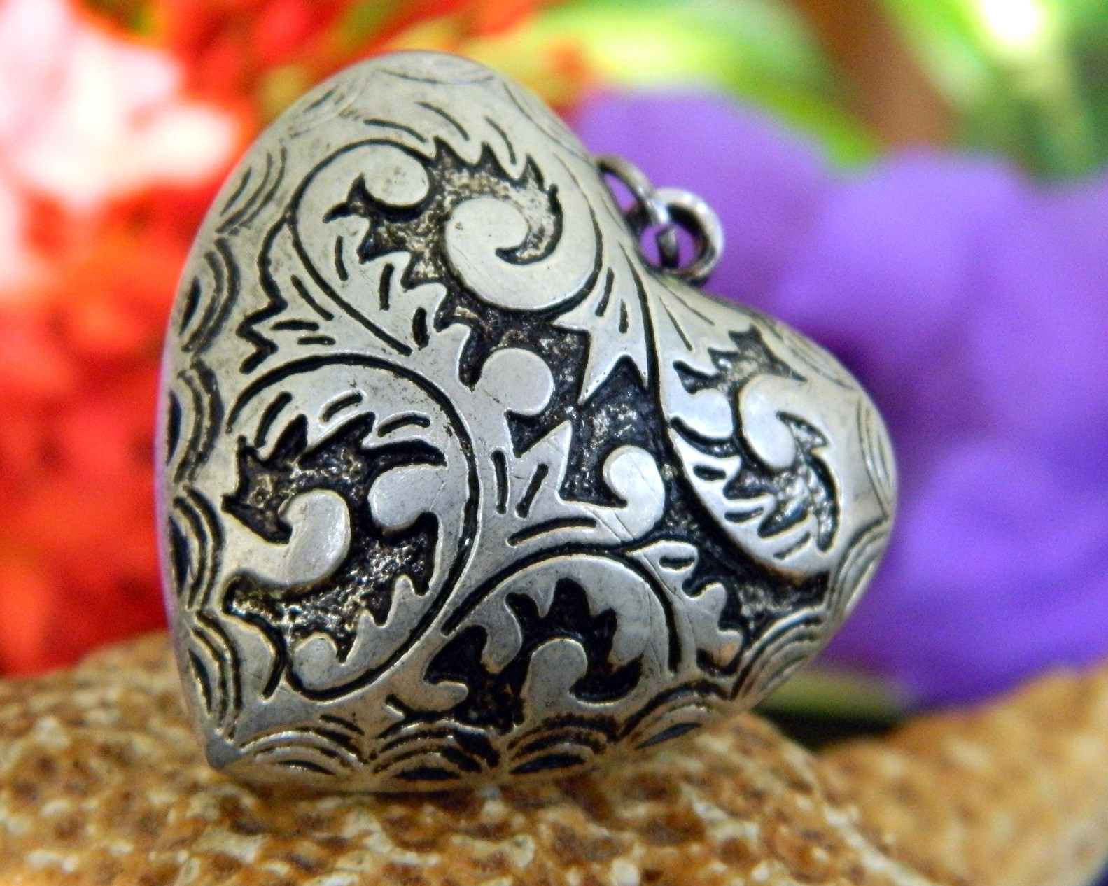 Vintage Puffy Heart Pendant Etched Relief Black Silver Tone Reversible