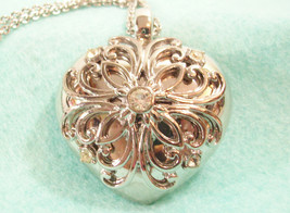 Trifari Filigree RS Heart Pendant Necklace Rhinestone Silver Plate Vintge Estate - $18.76