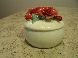 Beautiful Heritage House Valentine Serenades Porcelain Music Box w Red R... - $24.26