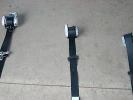 1776 lt rear seat belt thumb200