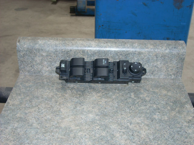 2010 MAZDA 3 MASTER DOOR SWITCH