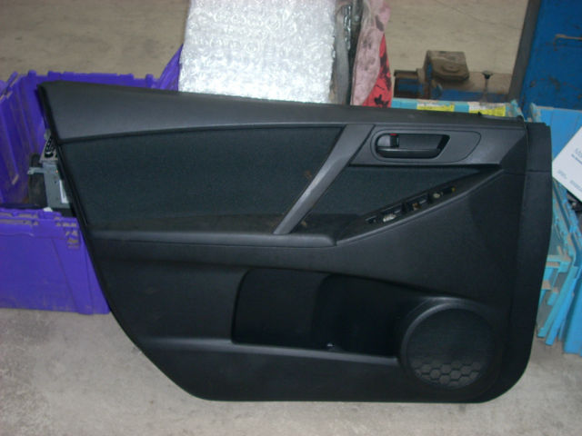 2010 MAZDA 3 LEFT FRONT DOOR TRIM PANEL