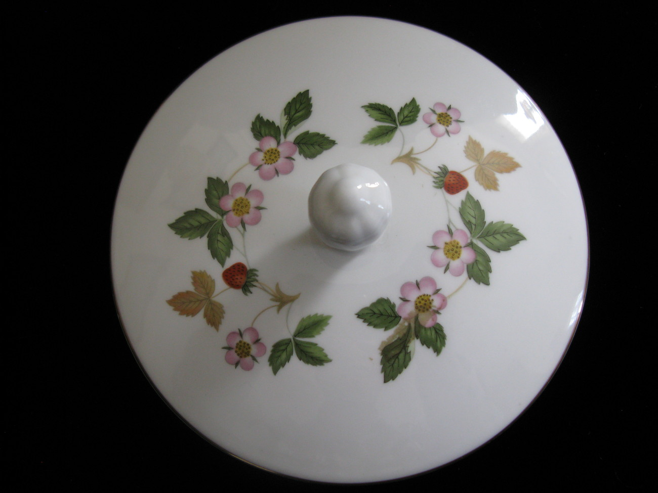 Wedgwood Bone China Wild Strawberry Candy Box w/Lid