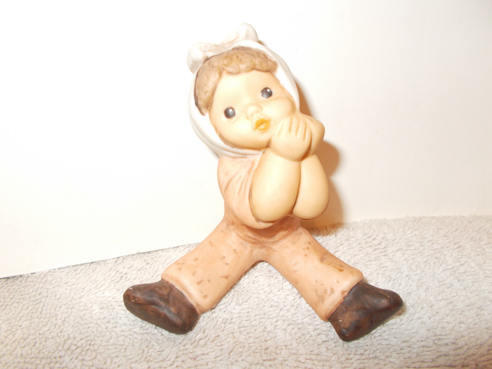 Limpke Goebel Nina Marco Little one with tooth ache figurine