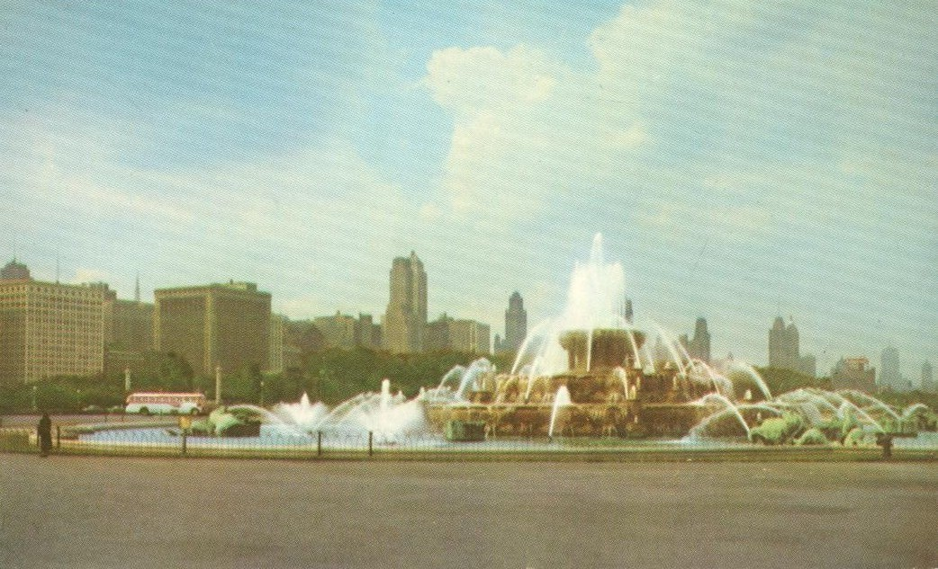 Chicago's Skyline from Grant's Park, 1950s unused Postcard
