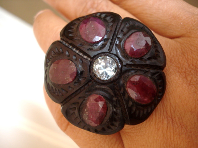 BLACK CARVED EBONY WOOD EARTH MINED AQUAMARINE & RUBY RING SIZE 9 FLOWER AVLB