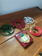 Lot of 5 Glittery Red White Green Wreath Bulb Christmas & Picture Frame ... - $11.29