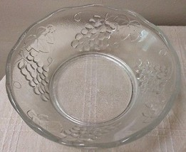 """Clear Crystal Server Raised Grapes and Leaves Design 8.5"""" dia x 3 """" Depth. - $9.94"""